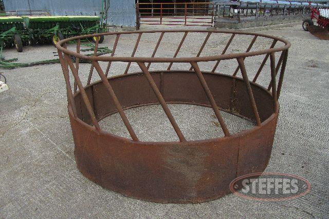 Round bale feeder_0.JPG