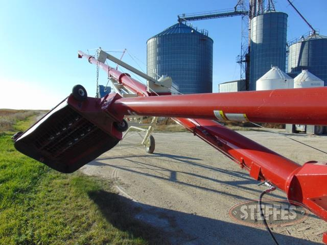 2012 Buhler Farm King 1060_1.jpg