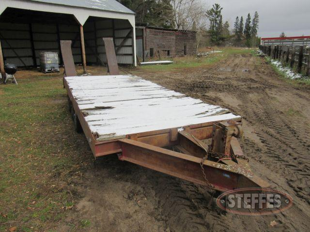 Tri-axle pintle hitch equipment trailer