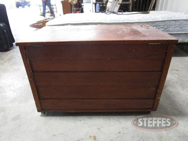 Wood Chest 22- tall x 34.5- wide x 19.5- deep, on wheels_8.JPG