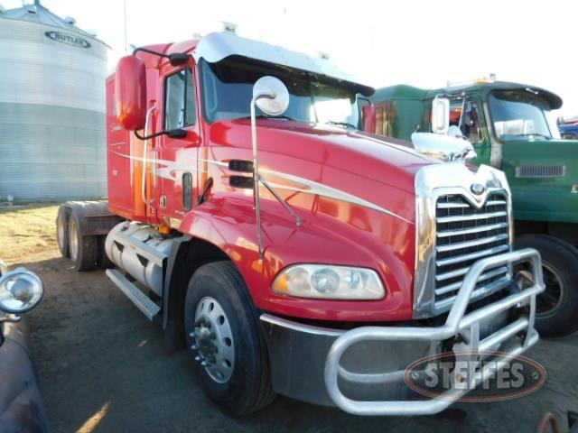 2001 Mack Vision CX613_3.JPG