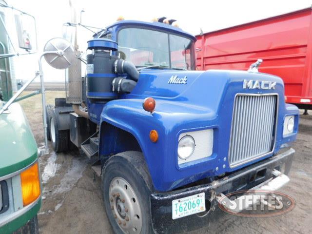 1981 Mack R686ST_1.JPG