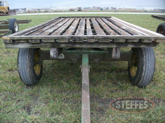 Hayrack on JD gear_2.JPG