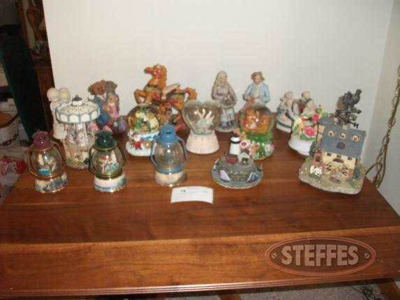 Assorted snowglobes - figurines_2.jpg