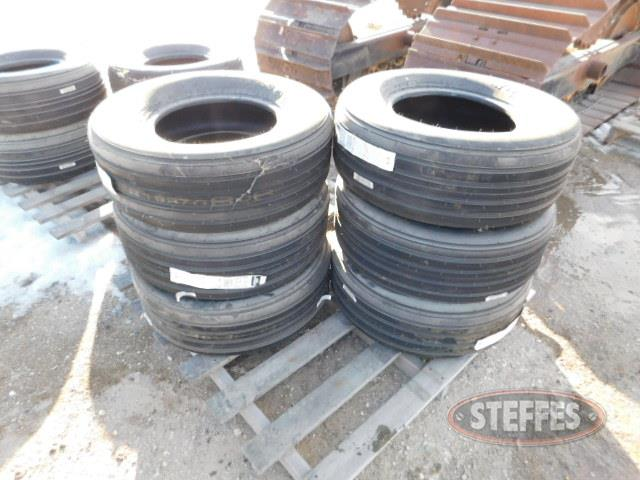 Implement tires: 12.5, 11L-15,