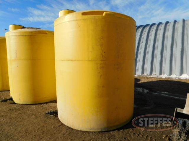 3,000 gal. poly liquid fertilizer tank_1.JPG