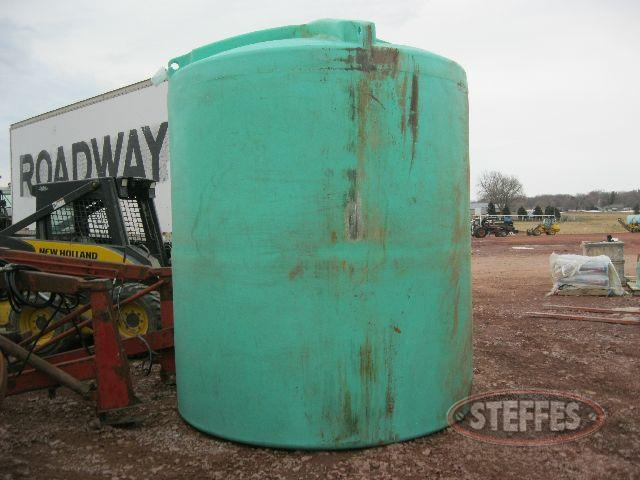 2500 gal. poly stand up water tank