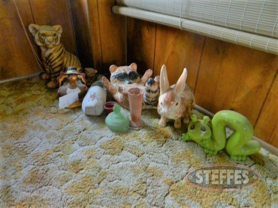 Assortment of decor / figurines