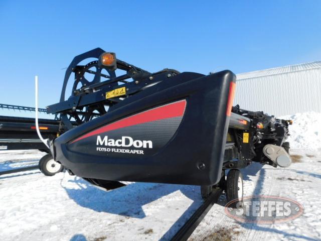 2015-MacDon-FD75_1.JPG