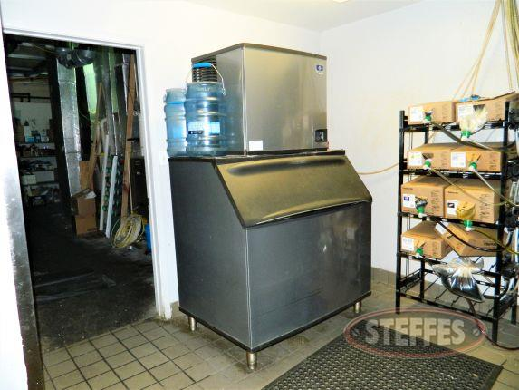 Manitowoc ice machine and B970 ice bin