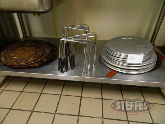 Assorted Pizza Pans_2.jpg