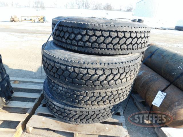 (4)-295-75R22-5-recap-tires-_1.jpg