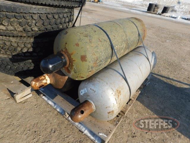 (3)-100-lb--propane-tanks--_1.jpg