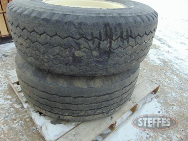 (2)-13R22-5-(385-65R22-5)-Super-Single-tires-_1.jpg