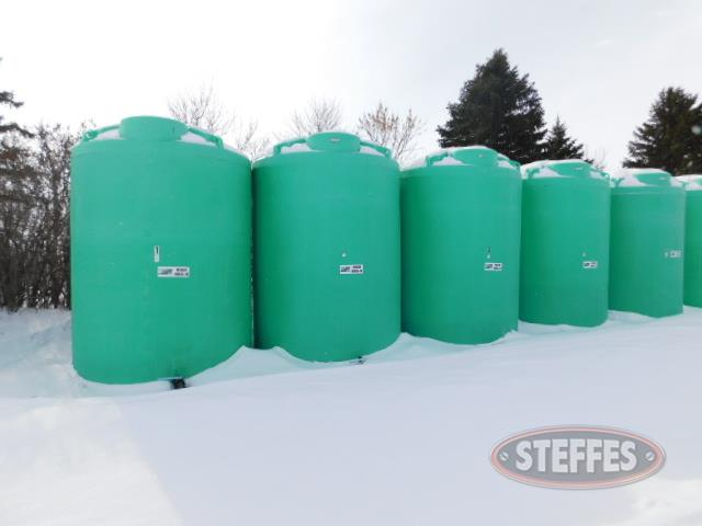 "3,000 gal. poly tanks, 2"" outlet w/Banjo valves"