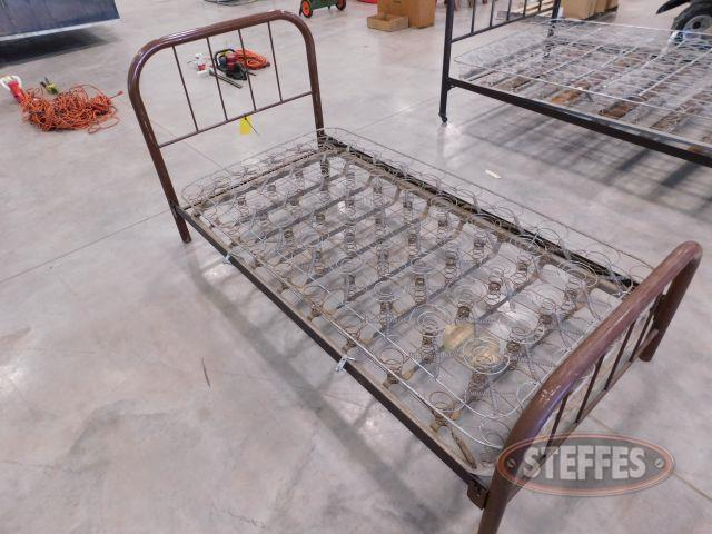 Steel-Frame-Twin-Bed_1.jpg
