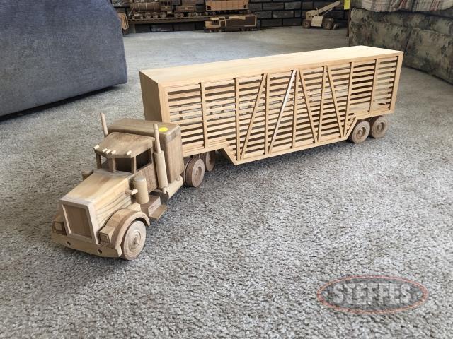 Semi-Truck-and-Livestock-Trailer_2.jpg