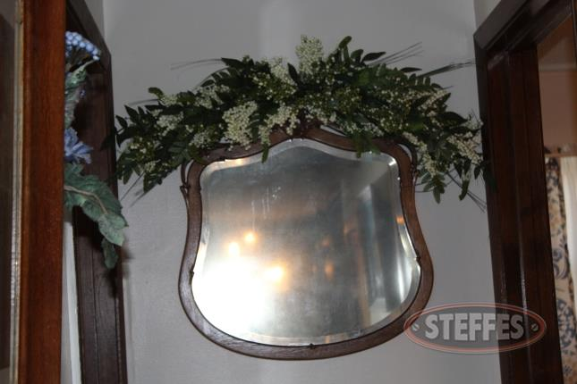 Wall-Mirror-with-Floral-Arrangement_2.jpg