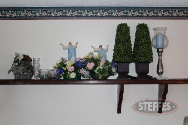 Floral-Arrangements--Vase--and-Assorted-Decor_2.jpg