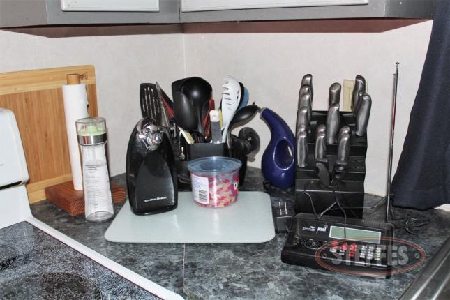 Assorted-Kitchen-Items_2.jpg