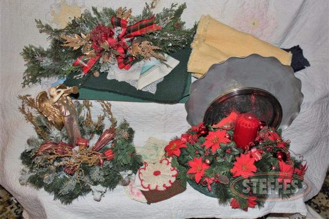 Place-mats--table-runners--serving-trays--and-Christmas-center-pieces_2.jpg
