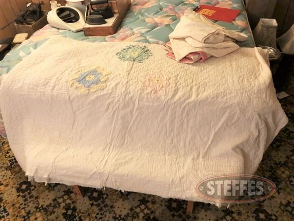 Primitive quilt and pillow cases_1.jpg