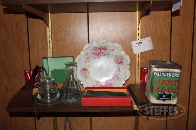 Shelf-of-vintage-decor_2.jpg