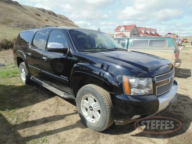 2007-Chevrolet-Suburban_1.jpg