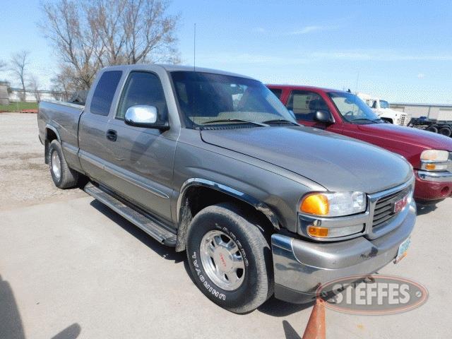 2002-Chevrolet-Silverado-1500_1.jpg