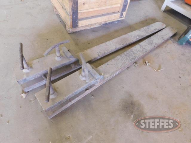 Clamp-on-pallet-forks--_1.jpg