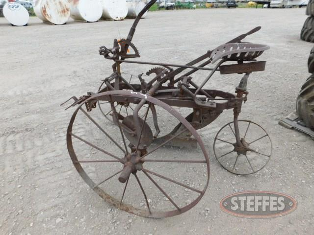 Horse-drawn-1-bottom-plow--steel-wheels--_1.jpg