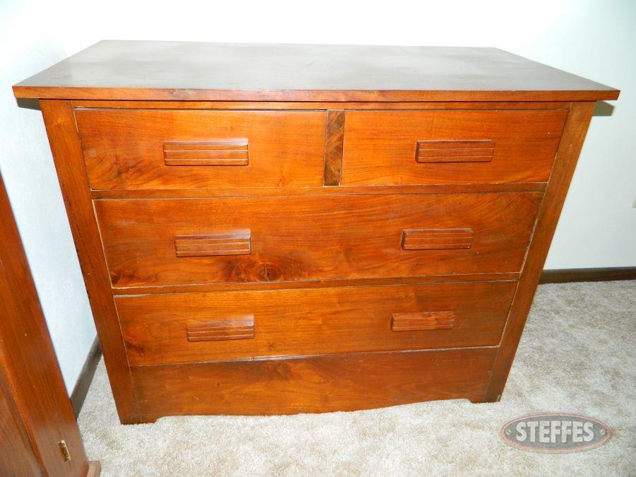 Dresser_2.jpg