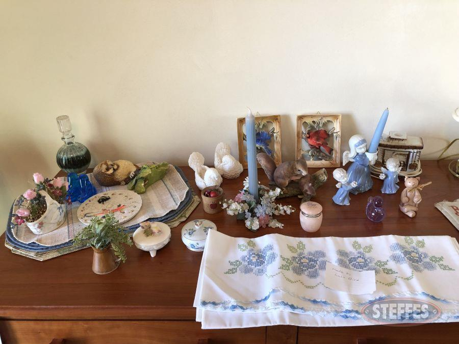 Place-mats--figurines--lamp-and-candle-holders_2.jpg