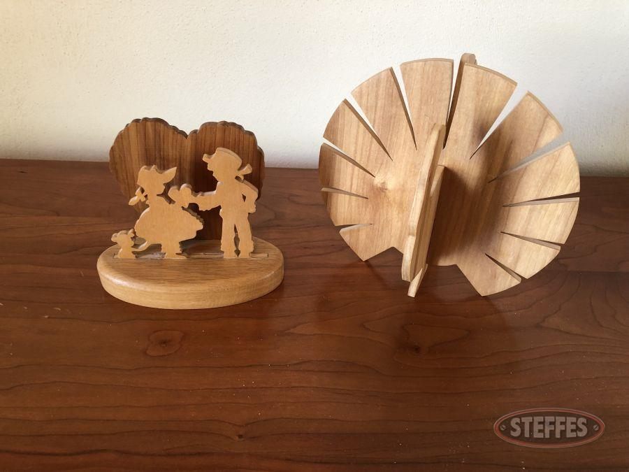 Turkey-and-Amish-Couple-Scroll-Saw-Stand-Ups_2.jpg