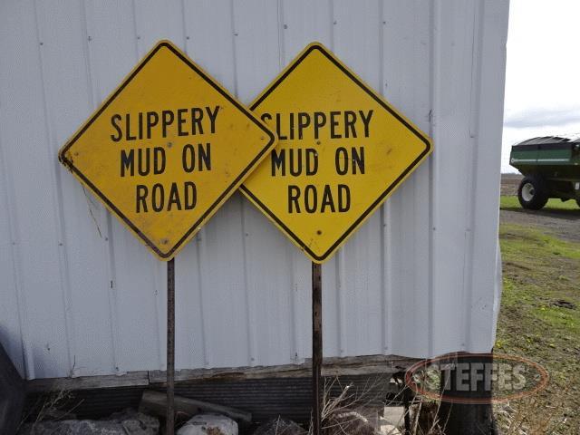 (2)--Mud-on-Road--signs_1.jpg