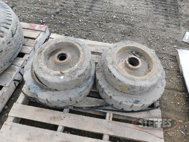 Set-solid-rubber-forklift-tires-_1.jpg
