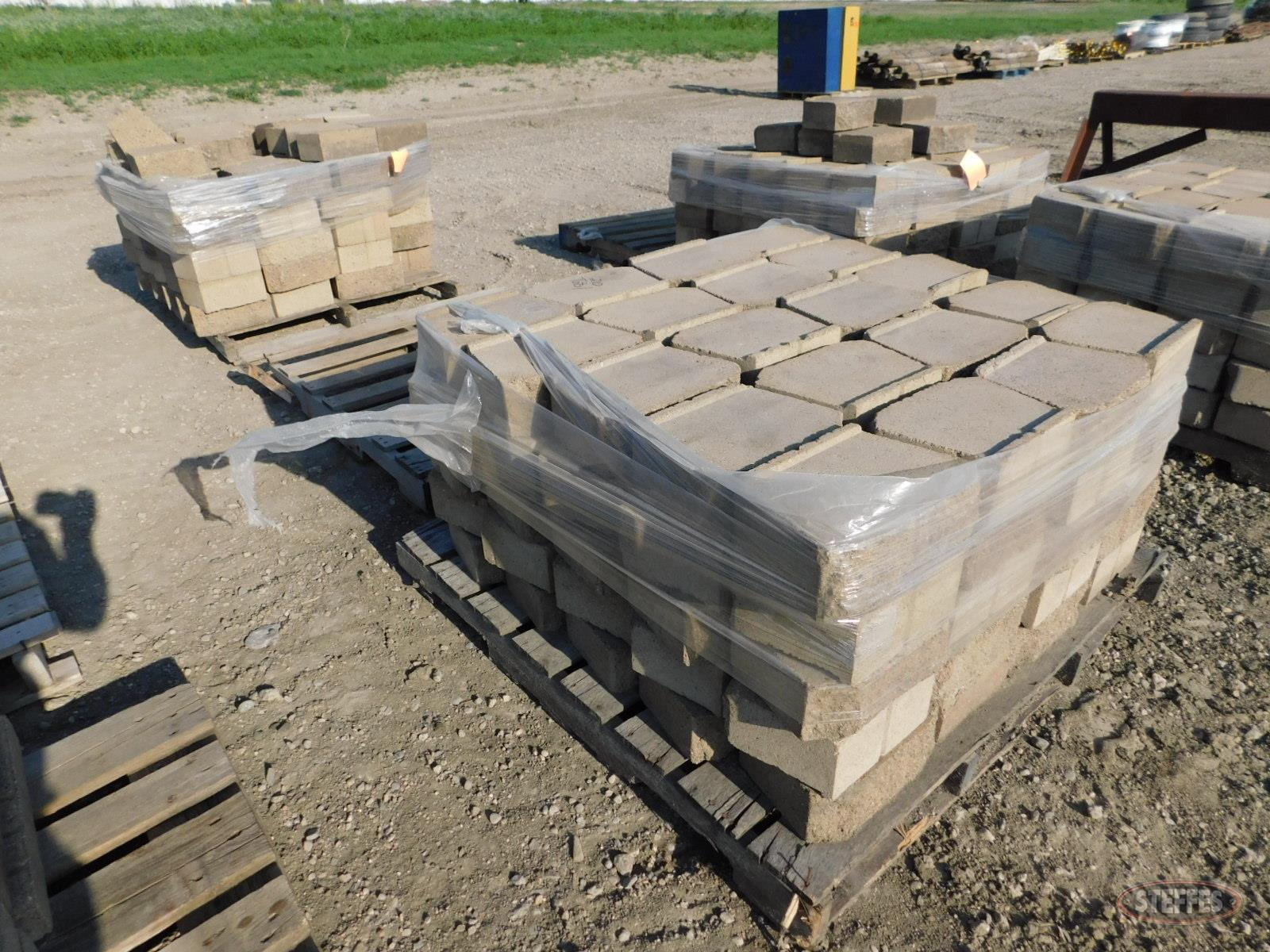 "(188) Retaining wall blocks, 11-1/2""x4"","
