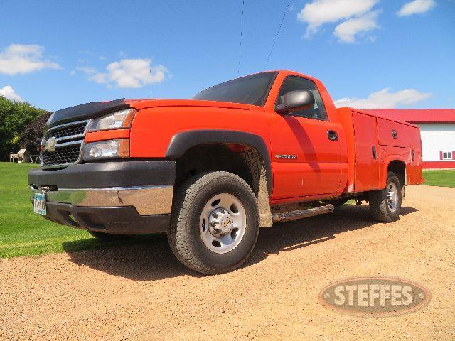2006-Chevrolet-2500HD_100.JPG