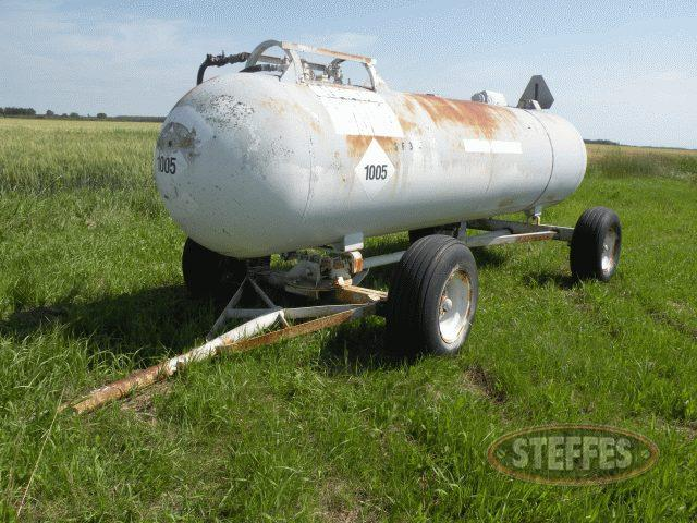 1-000-gal--NH3-tank-on-trailer--12L-16-tires_1.jpg