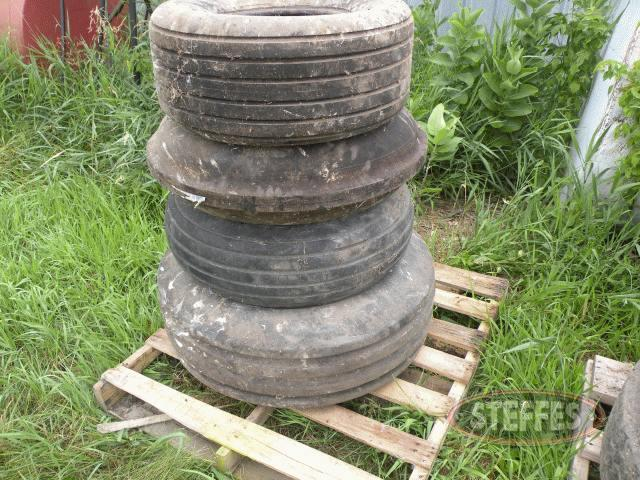 Pallet of misc. tires_1.jpg