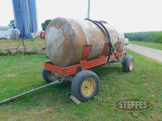 -1-000-Gal--Water-Tank-on-John-Deere-Wagon-Gear_1.jpg