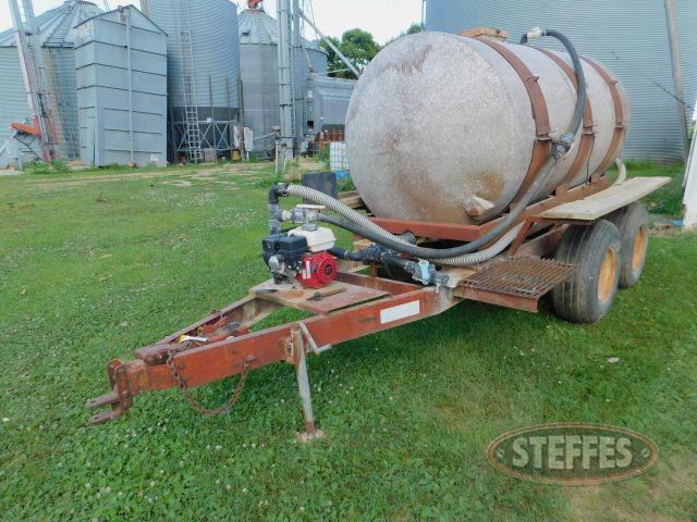 -850-Gal-Water-Tank-on-DMI-Tandem-Axle-Cart_1.jpg