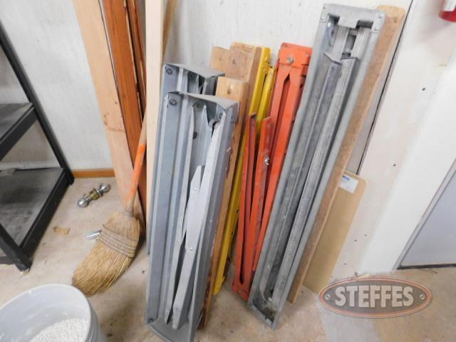 (5)-folding-saw-horses_1.JPG