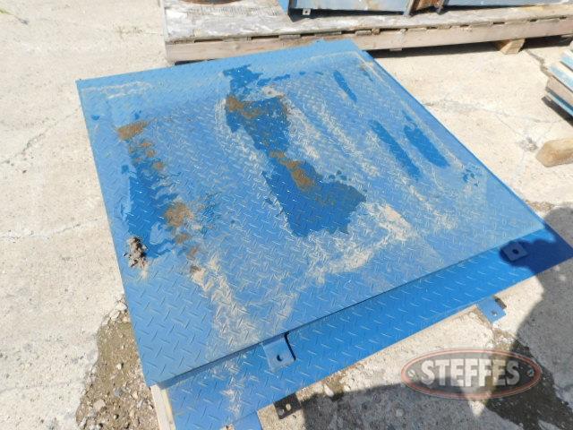 (2)-steel-scale-ramps--48-x48-_1.JPG