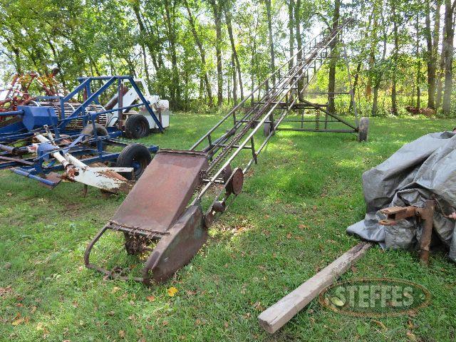 Small-bale-conveyor_0.JPG