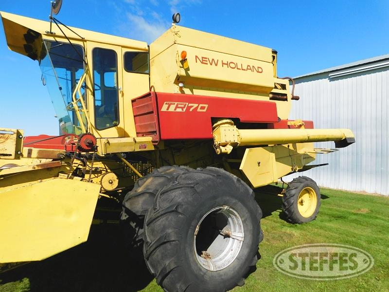 New Holland TR70