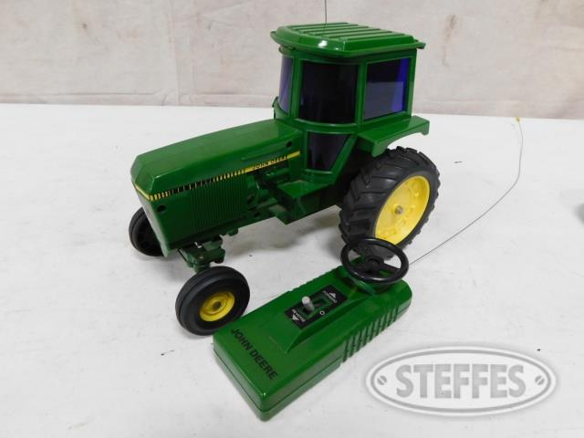 Toy tractor: